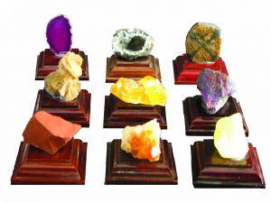 Minerali su basetta