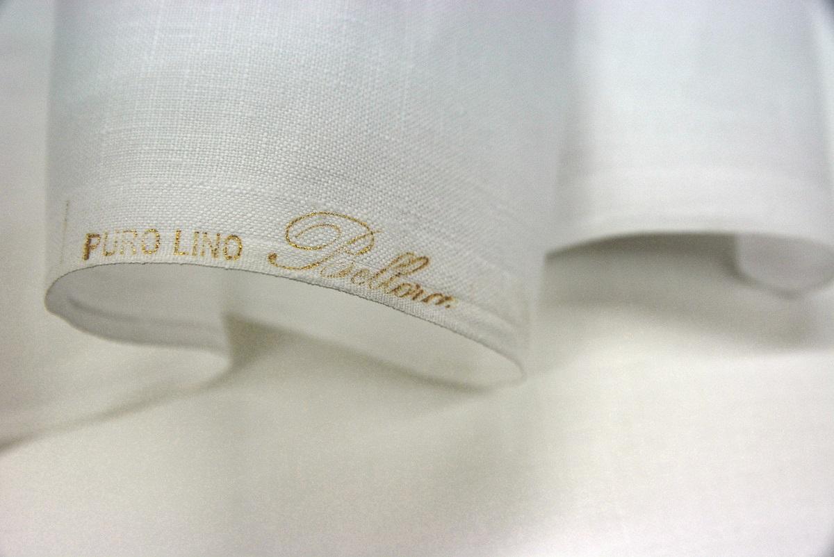Tessuti per ricamo in lino, misto lino, lana o cotone.