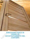 Rimozione porte interne in legno ed accatastamento nel cantiere Roma