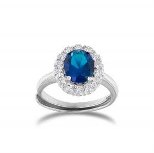 Anello royal con pietra blu ovale e cornice di zirconi
