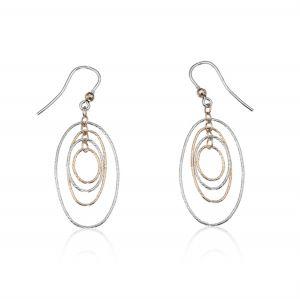 Orecchini ad amo con ovali a filo diamantato e catenella - colore variabile