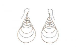 Orecchini ad amo con anelli a filo diamantato e catenella - colore variabile
