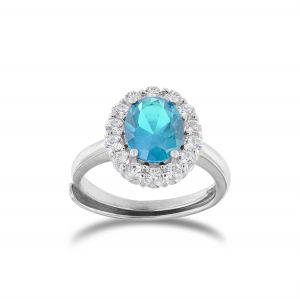 Anello royal con pietra azzurra ovale e cornice di zirconi